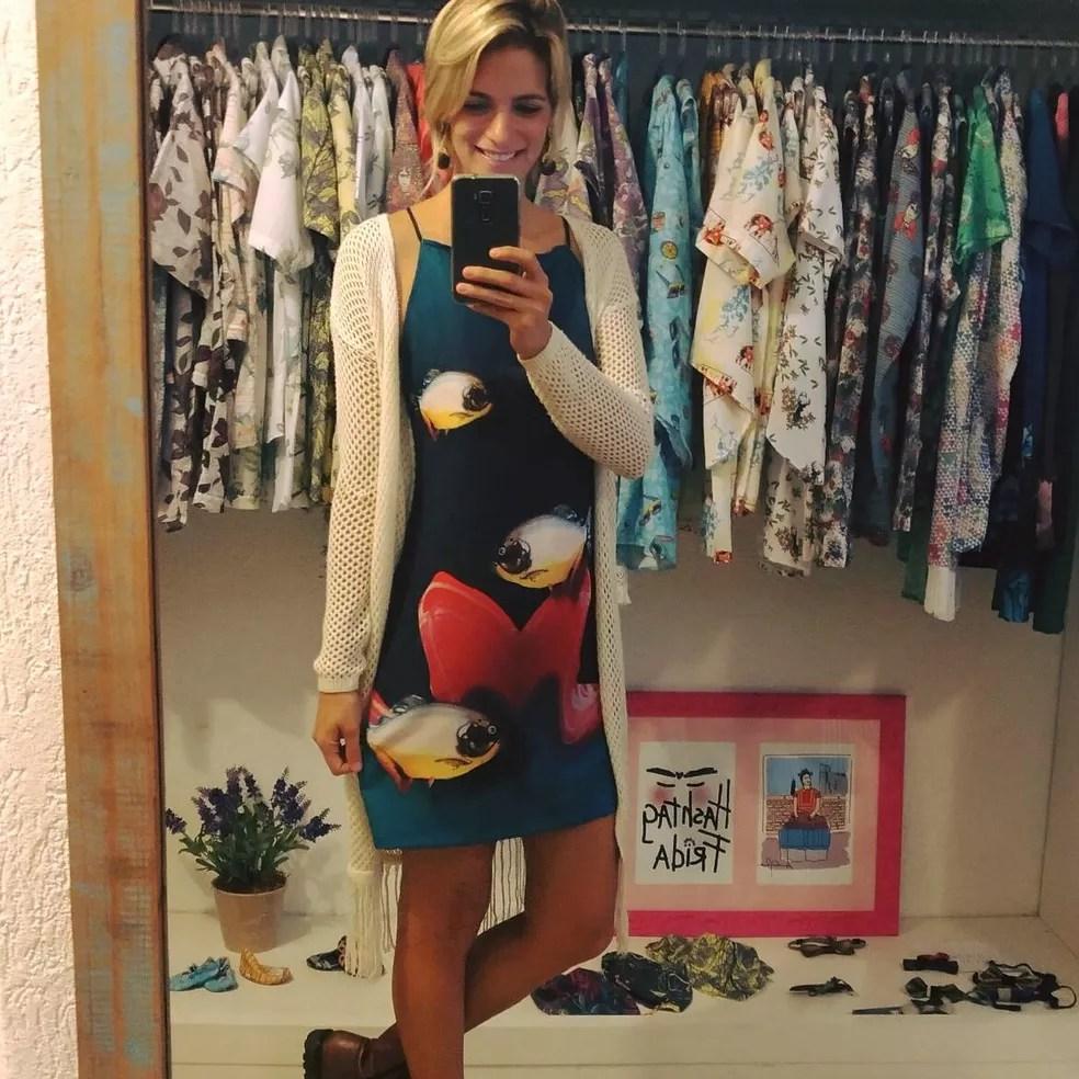 Vestido com obra de artista Isaac de Oliveira (MS) (Foto: Lucia Lemos/Divulgação)