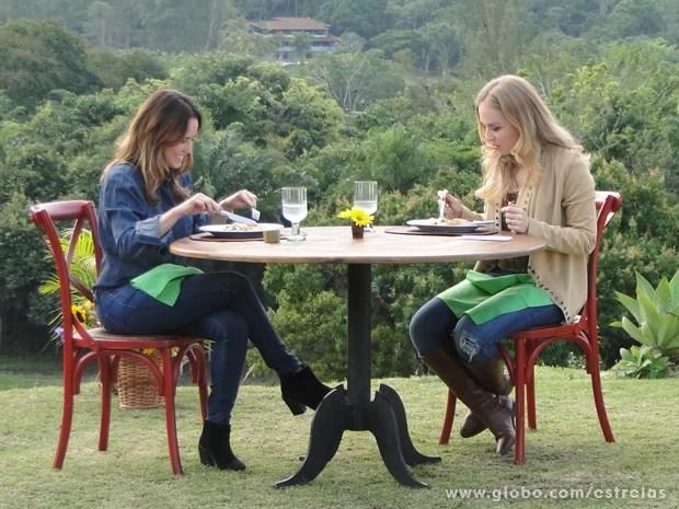 Angélica aprovou o almoço preparado por Fernanda (Foto: Tv Globo/ Estrelas)