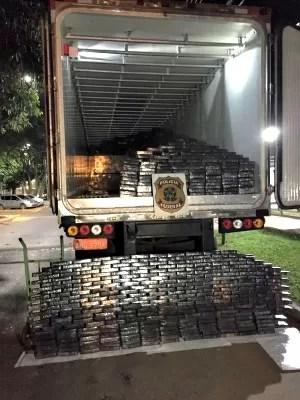 Droga estava embalada em papel alumínio prata (Foto: Divulgação/ PF)