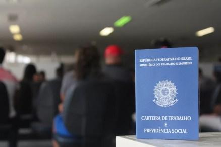 Setor de serviços apresentou crescimento em Pernambuco, com 885 vagas de emprego em abril de 2018 (Foto: Beatriz Braga/G1)