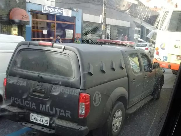 Batalhão de Choque reforçou o policiamento nos arredores da comunidade (Foto: Regina Celia/ Arquivo Pessoal)
