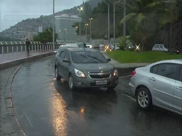 Vias da cidade apresentavam trânsito na Zona Sul do Rio (Foto: Reprodução/ TV Globo)