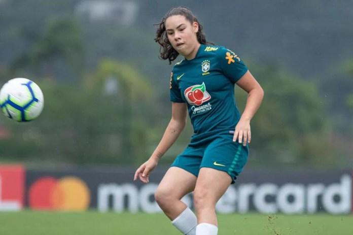 Joyce em treinamento com a seleção brasileira sub-17 — Foto: Divulgação/CBF