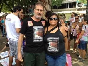 Carlos Sandes e Rosângela Passos são pais de alunos da escola no entorno do Maracanã. (Foto: Cristiane Cardoso / G1)