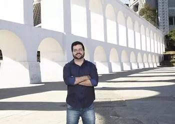 Valmir Moratelli destaca fake news em contos instigantes | Aurora ...