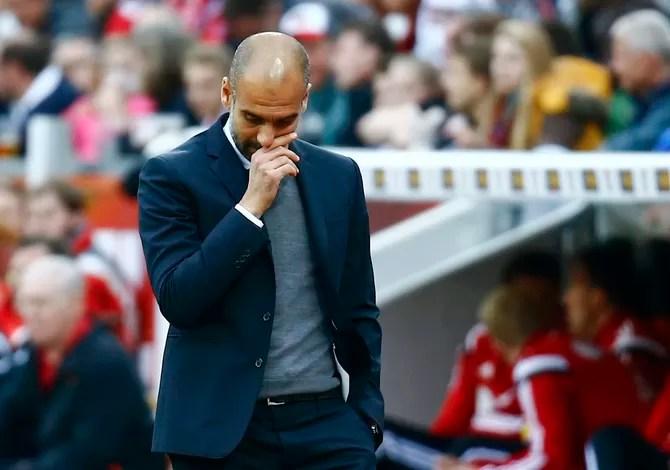 Pep Guardiola na derrota do Bayern x Leverkusen (Foto: Reuters)