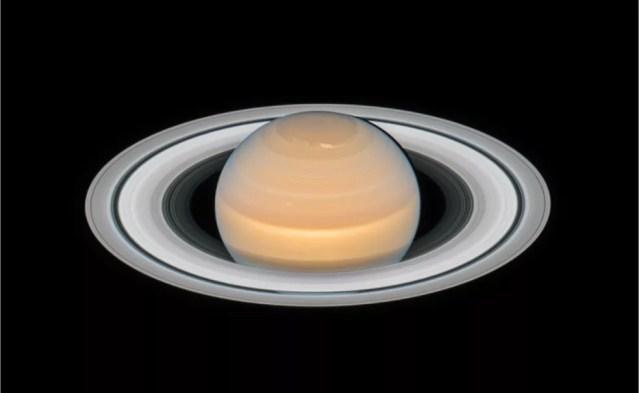 Imagem de Saturno captada pela Nasa em 2018 mostra tempestade atmosférica no pólo norte — Foto: NASA / ESA /Amy Simon e time OPAL / J. DePasquale (STScI)