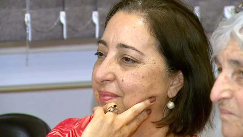 A mãe de Natália, Nilza Frazão, acompanha a apresentação da filha na USP Ribeirão (Foto: Reprodução/EPTV)