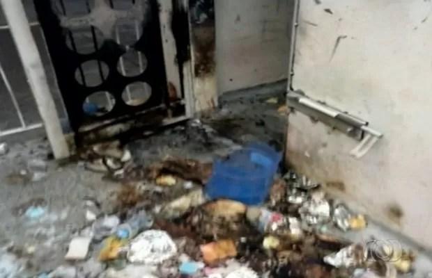 Servidores afirmam que higiene do local é precária Goiás Luziânia (Foto: Reprodução/TV Anhanguera)