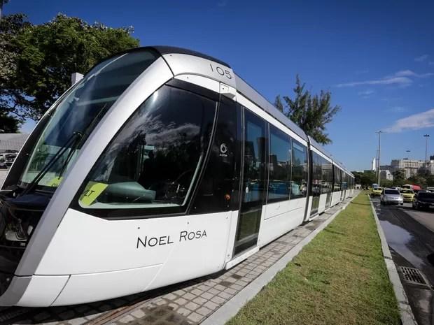 Trem recebe homenagem ao cantor e compositor Noel Rosa (Foto: Rodrigo Gorosito/G1)