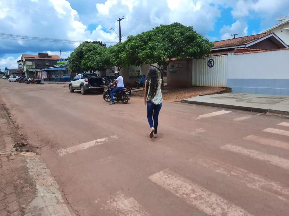 Candidata ao Enem 2020 chega após portões fecharem em Rolim, RO — Foto: Magda Oliveira/Rede Amazônica