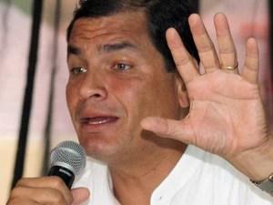 Presidente equatoriano Rafael Corre revelou que conversou com o vice-presidente dos EUA sobre asilo político a Snowden (Foto: AP)