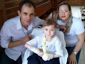 Hélio e Vanessa com Lucas (Foto: Redes Sociais/Reprodução)