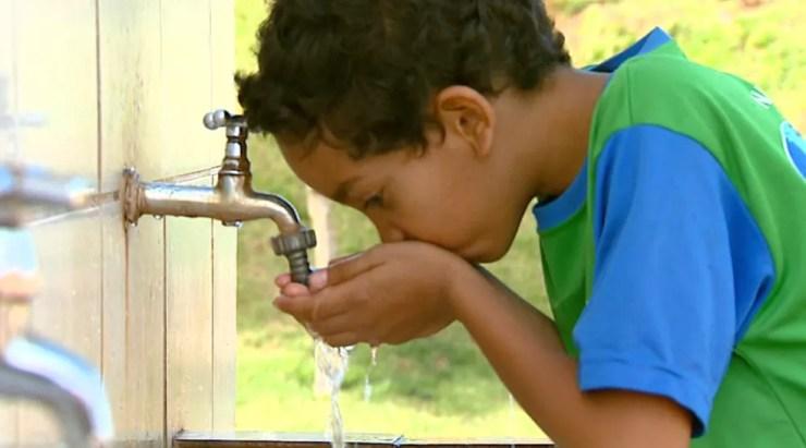 Tratamento contra a gripe envolve boa hidratação (Foto: Ely Venâncio/EPTV)