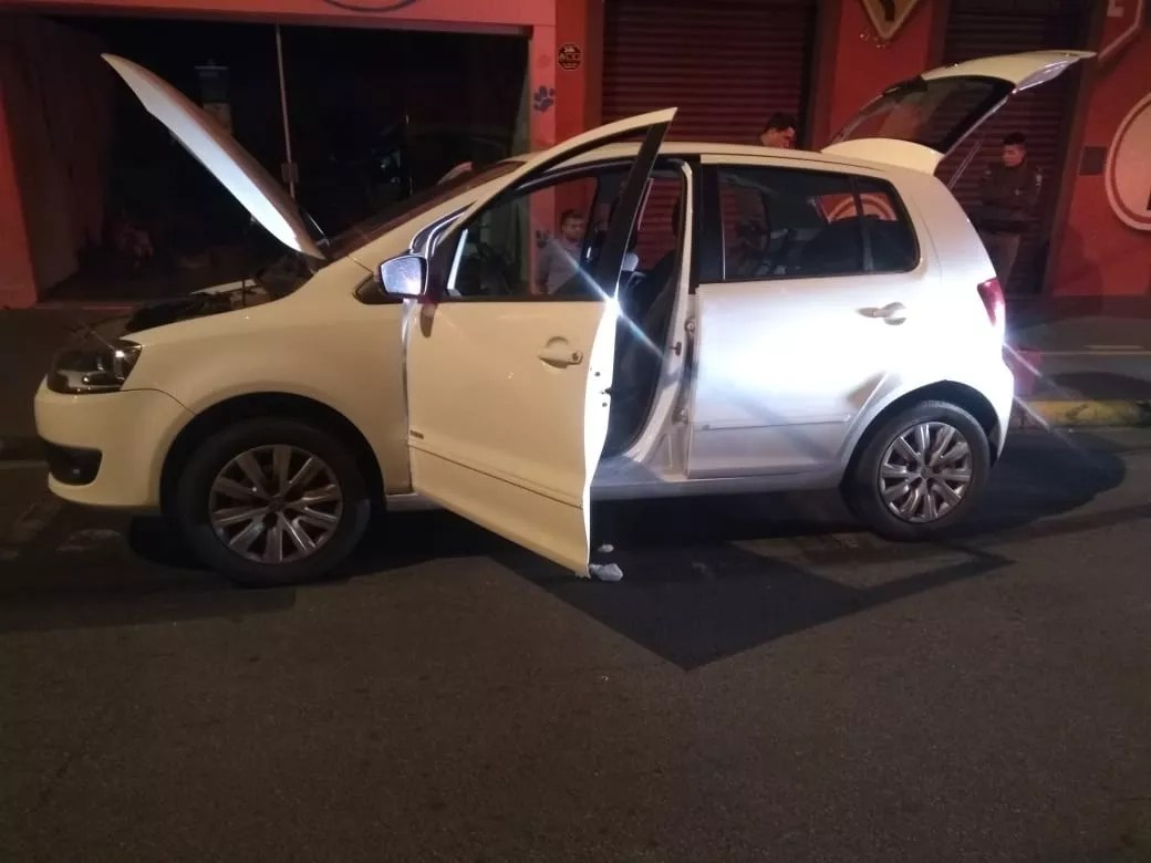 b0f1d72ae0668 Veículo roubado na capital paulista foi encontrado em Tietê (SP) Polícia  Militar Divulgação Um homem de 39 anos foi preso por receptação ...