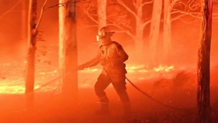 Os incêndios na Austrália já deixaram milhões de hectares arrasados pelas queimadas. — Foto: AFP/BBC