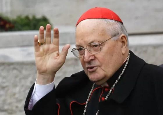 O cardeal Angelo Sodano chega nesta terça-feira (5) para a terceira congregação no Vaticano (Foto: AFP)