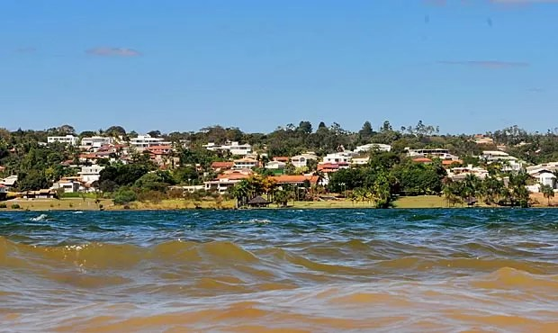 Imóveis na orla do Paranoá no Lago Sul (Foto: Tony Winston/Agência Brasília)