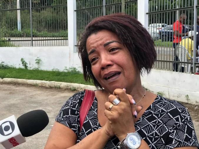 Guiomar Barbosa, mãe do atacante Thalles, chorou ao falar do acidente que matou seu filho na manhã deste sábado (22) — Foto: Carlos Brito / G1