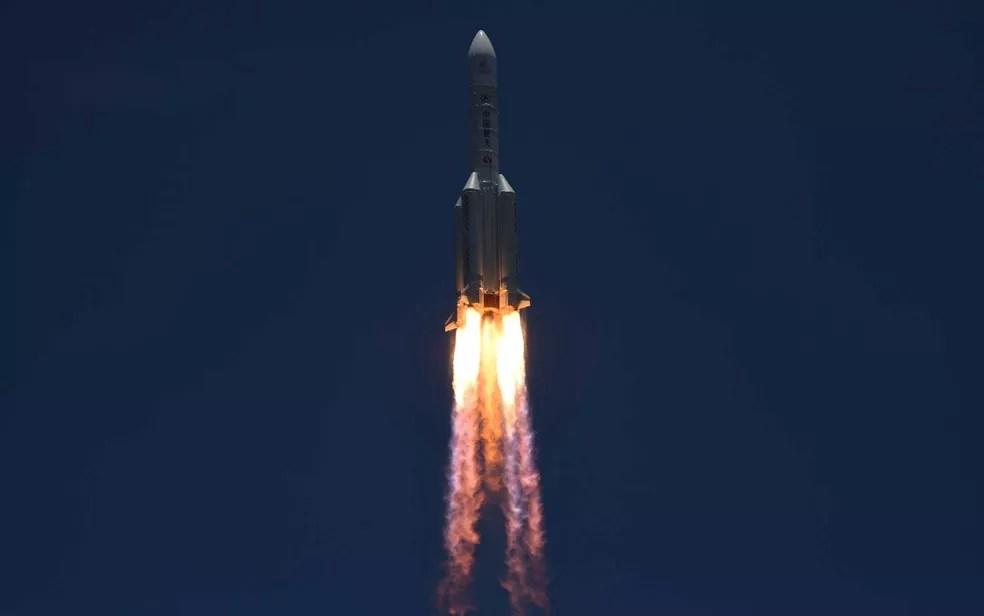 Foguete leva espaçonave que irá orbitar e pousar em Marte em 2021 — Foto: Noel Celis / AFP Photo