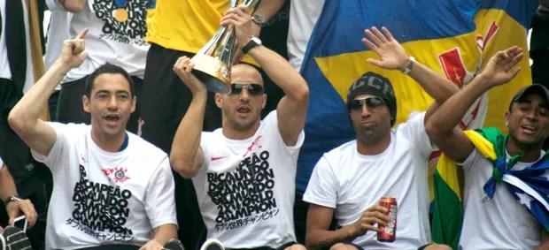 Chicão, Alessandro, Emerson Sheik e Jorge Henrique comemoração Corinthians (Foto: Ag. Estado)