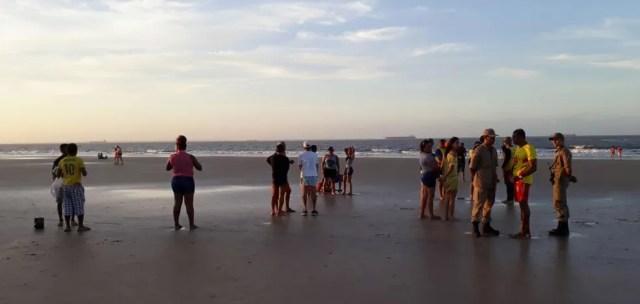 Homem se afogou na praia do Calhau, em São Luís. (Foto: TV Mirante/Dalva Rêgo)