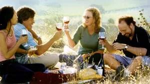 Miles dá como presente de despedida de solteiro a Jack, o melhor amigo, uma viagem por vinícolas na Califórnia. Na viagem, eles se envolvem com duas mulheres.