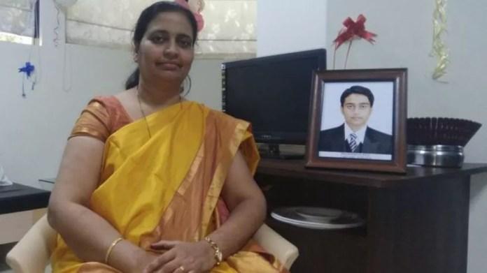 Rajashree Patil não quis prolongar o luto pela morte de seu filho Prathamesh e decidiu usar o material genético dele para fazer a família crescer (Foto: Sagar Kasar / BBC)
