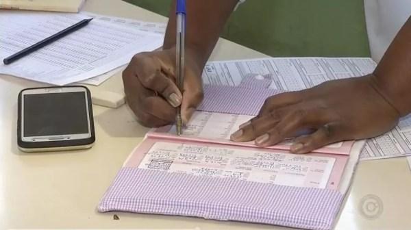 Pais estão sendo multados em Coroados (SP) caso não vacinem os filhos (Foto: Reprodução/TV TEM)