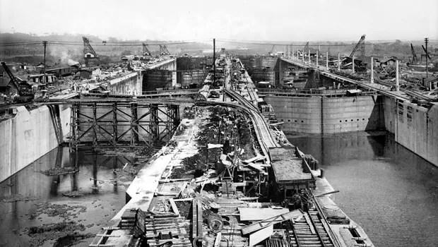 Construção das eclusas do Canal, em 1912 (Foto: AFP)