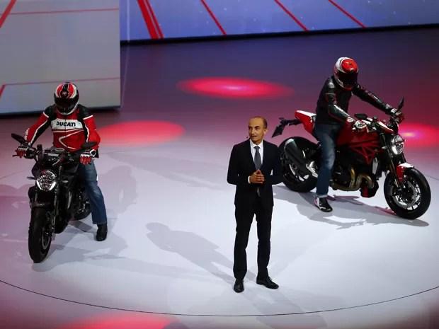 monster1200r - Em meio aos carros da Volkswagen, Ducati apresenta nova Monster 1200 R