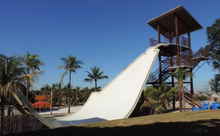 Uma das atrações é brinquedo que simula pista de skate (Foto: Renata Fernandes/G1)
