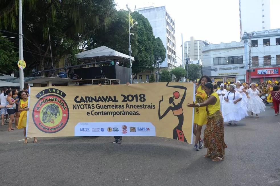 Bloco 'As Mulheradas' abre o carnaval do circuito Osmar, no Campo Grande (Foto: Márcio Reis /Ag Haack)