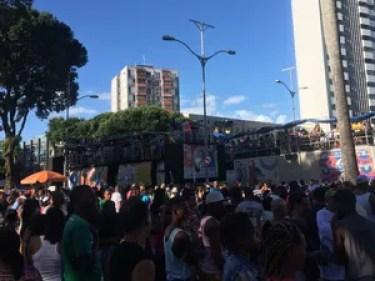 Parada Gay reúne multidão no centro de Salvador (Foto: Henrique Mendes / G1)