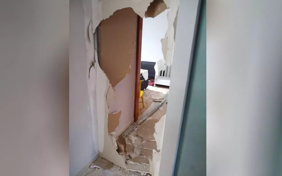 Mulher teve clínica de estética quebrada pelo esposo por ela não ter feito almoço em Aparecida de Goiânia — Foto: Reprodução/TV Anhanguera