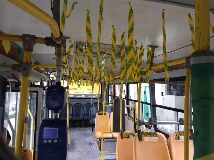 Veículo dirigido por Eder Oliveira também ganhou decoração em verde e amarela (Foto: Aline Nascimento/G1)