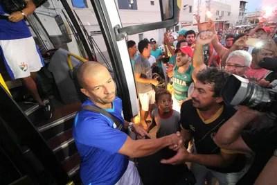 Salgueiro chegada (Foto: Marlon Costa/Pernambuco Press)