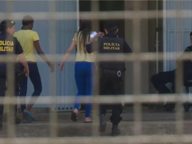 Vania chegando ao Fórum de Vilhena nesta terça (Foto: José Manoel/ Rede Amazônica)