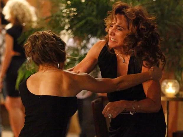 Wanda não consegue escapar da fúria de Morena (Foto: Salve Jorge/TV Globo)