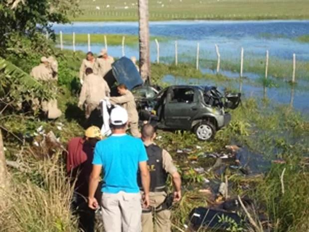 Vítima perdeu o controle do carro e capotou (Foto: Divulgação/PRF)