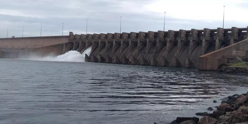 Comporta aberta na usina hidrelétrica de Ilha Solteira, em São Paulo — Foto: Eduarto Monteiro/TV TEM