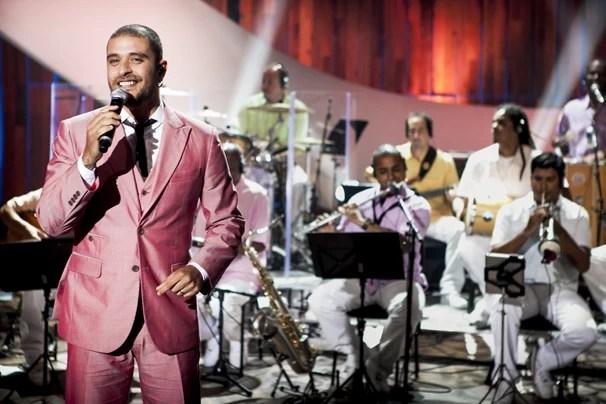 """Diogo Nogueira canta """"Malando É Malandro, Mané É Mané"""", """"Acertei no Milhar"""" e """"Praia de Ramos"""" no Som Brasil do dia 26 (Foto: Matheus Cabral/Globo)"""