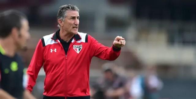 Edgardo Bauza técnico do São Paulo (Foto: Marcos Ribolli)