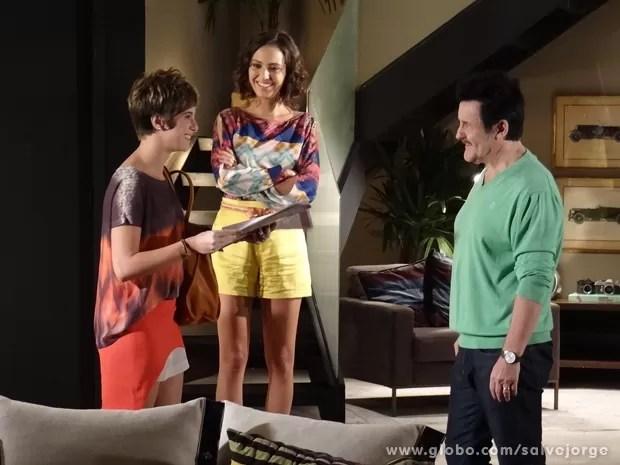 Mustafa conta que Aisha é irmã de Lurdinha (Foto: Salve Jorge/TV Globo)