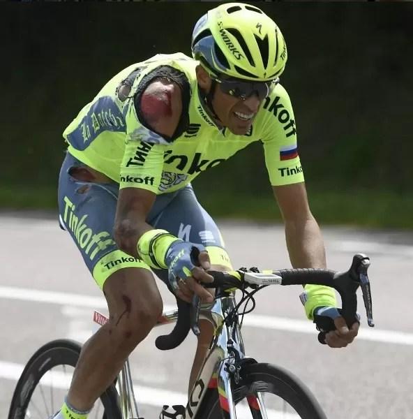 Alberto Contador ferido após uma das duas quedas que teve no Tour de France em 2016: espanhol está com lesão muscular e considera difícil ir para a Rio-2016