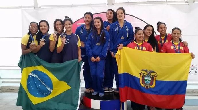 Pódio no 4x100 livre em Santiago, no Chile (Foto: Reprodução / Facebook)