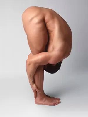 homem nu yoga (Foto: Getty Images)