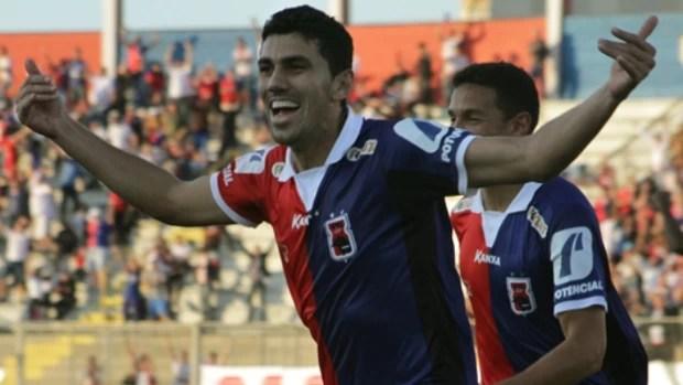 Anderson comemora vitória do Paraná Clube sobre o Figueirense (Foto: Site oficial do Paraná Clube/Divulgação)