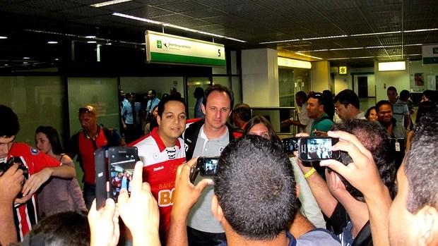 rogério ceni são paulo chegada brasília (Foto: Carlos Augusto Ferrari)