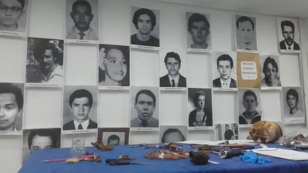 Fotos de desaparecidos políticos estão no Centro de Antropologia e Arqueologia Forense (CAAF), da Unifesp, onde ossadas foram limpas e amostras foram selecionadas (Foto: Paula Paiva Paulo/G1)
